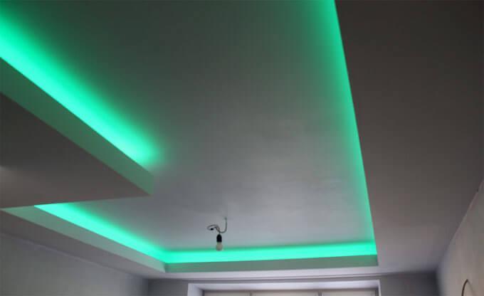зеленая подсветка комнаты