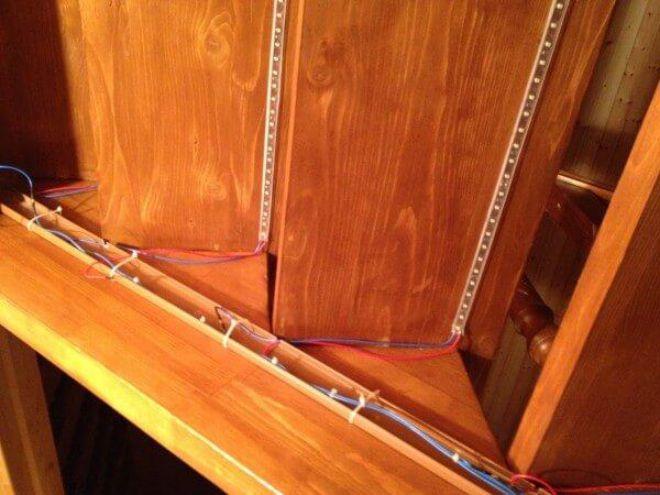 Крепление светодиодной ленты к ступеням