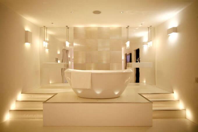 Точечные светильники в ванной комнате варианты расположения