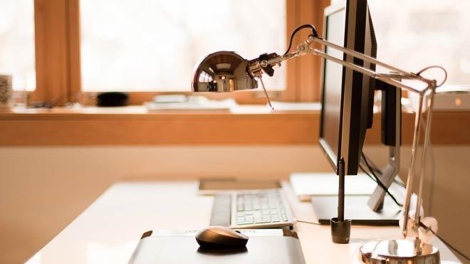 рабочее место за компьютером